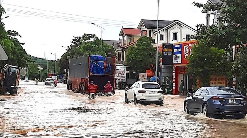 Thủy điện và hồ đập xả lũ, nhà dân ở Nghệ An ngập sâu trong nước-8