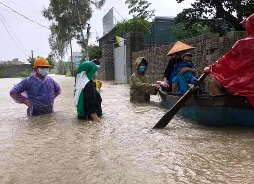 Thủy điện và hồ đập xả lũ, nhà dân ở Nghệ An ngập sâu trong nước-14
