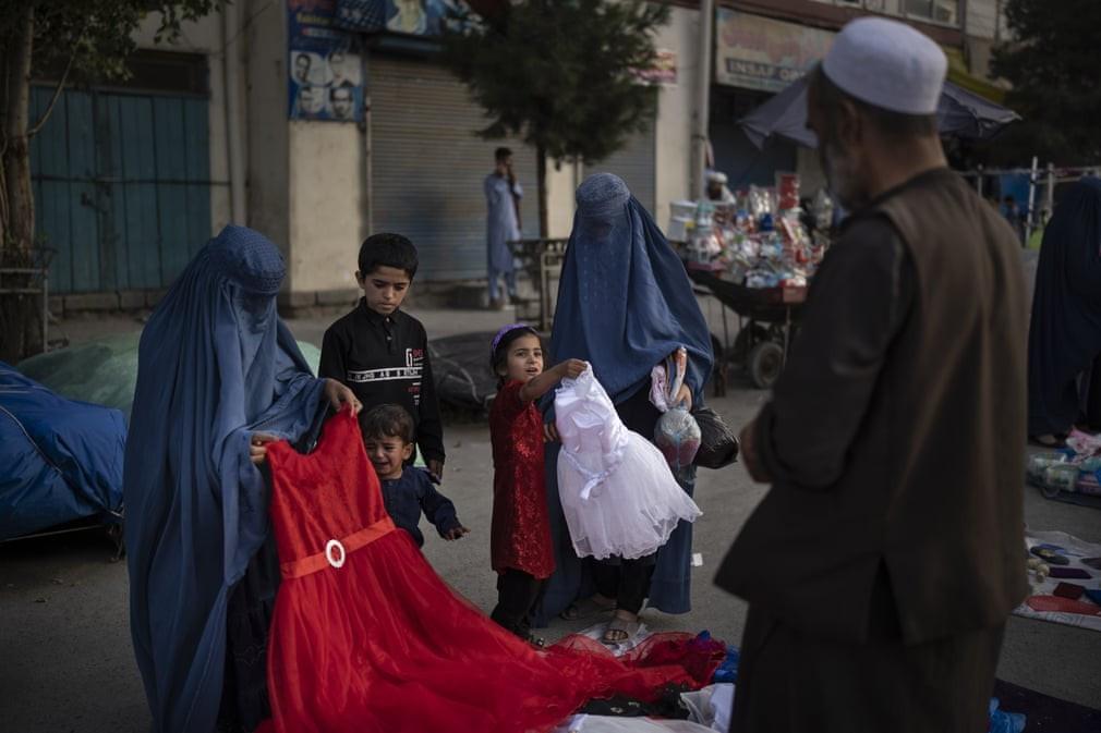 Tình hình Afghanistan: Mỹ 'bật đèn xanh' để bổ sung viện trợ, lên án kế hoạch Taliban khôi phục hình phạt hành quyết