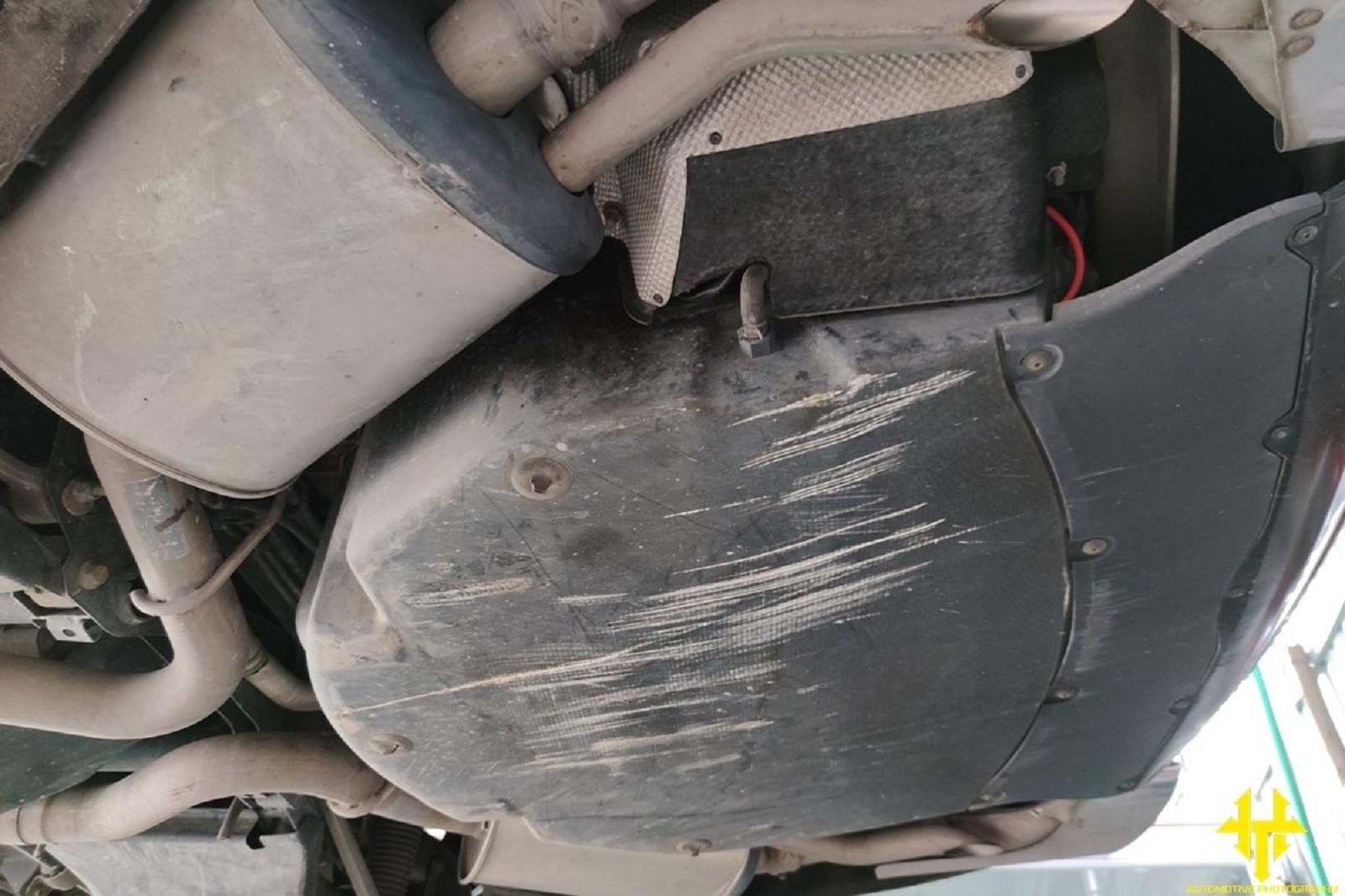 xe ô tô bị cạ gầm