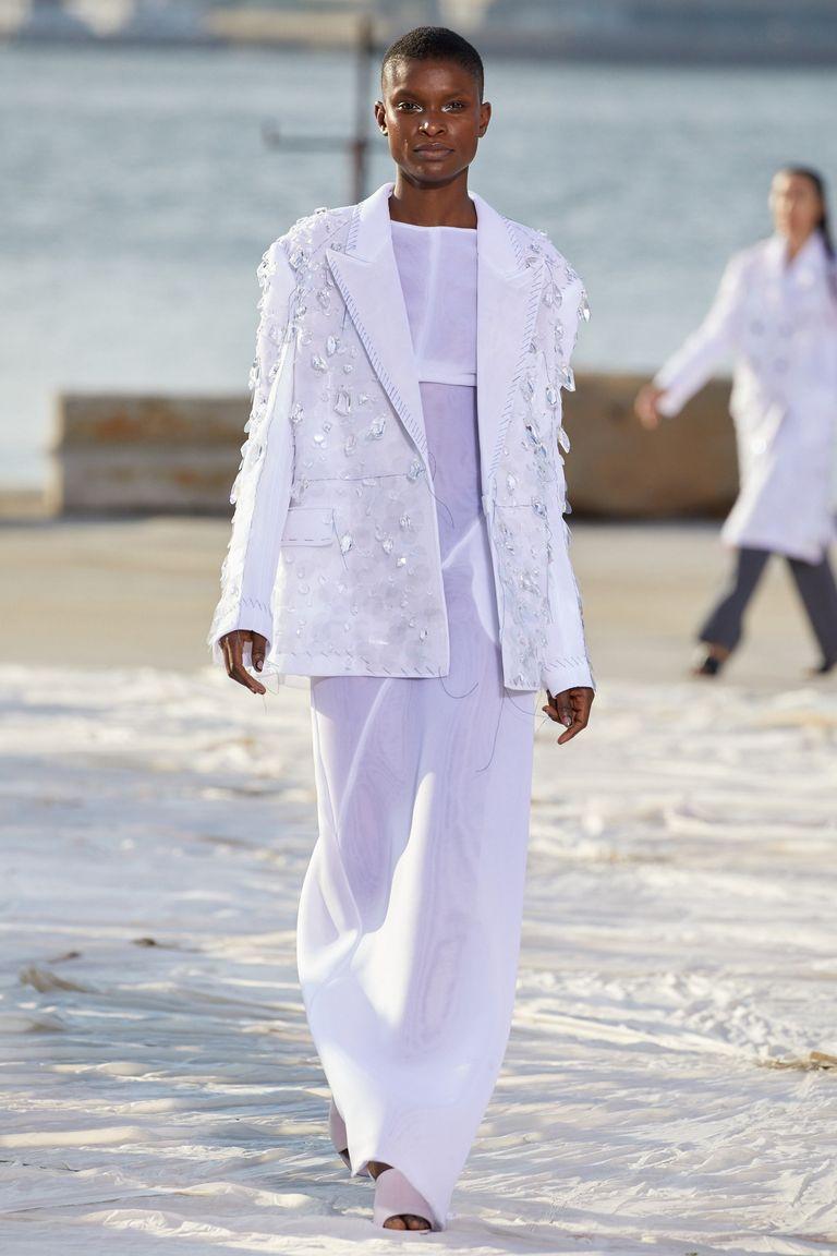 Nhà thiết kế gốc Việt lừng danh thế giới ra mắt thiết kế mới tại Tuần thời trang New York - 7