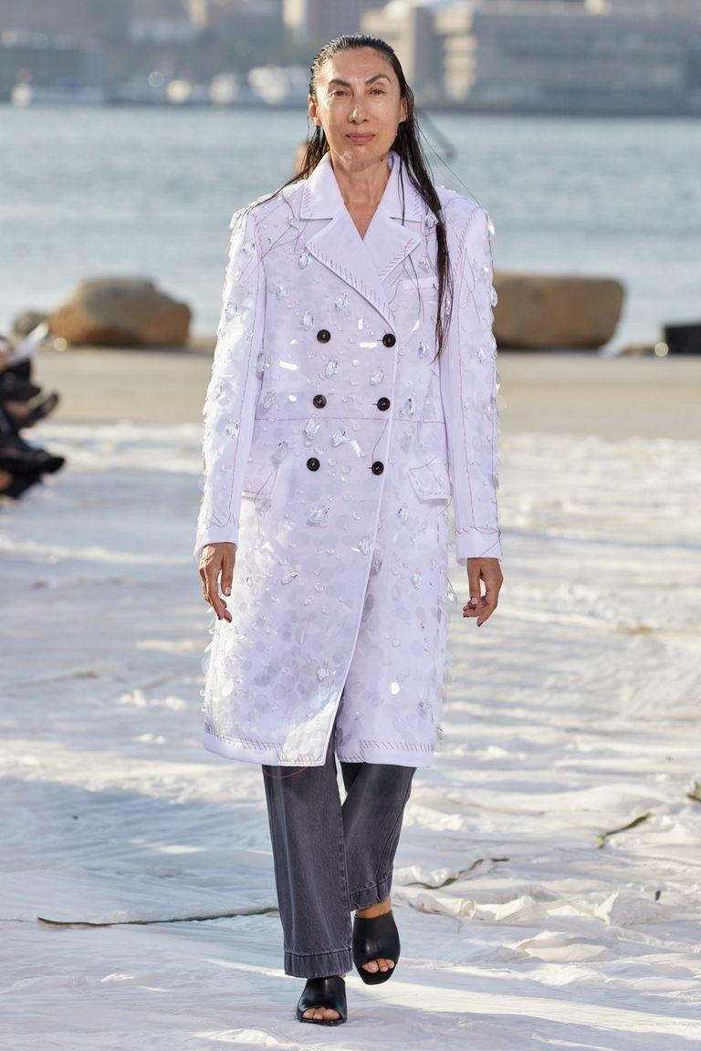 Nhà thiết kế gốc Việt lừng danh thế giới ra mắt thiết kế mới tại Tuần thời trang New York - 6