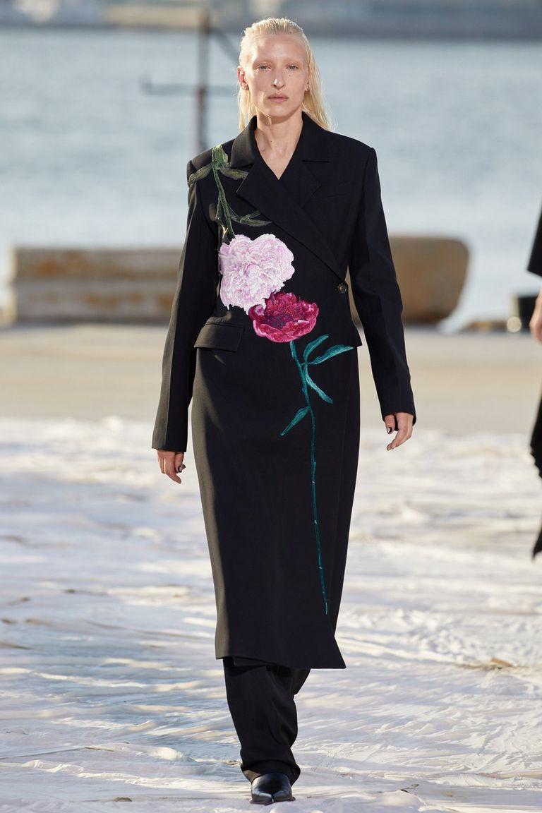 Nhà thiết kế gốc Việt lừng danh thế giới ra mắt thiết kế mới tại Tuần thời trang New York - 8