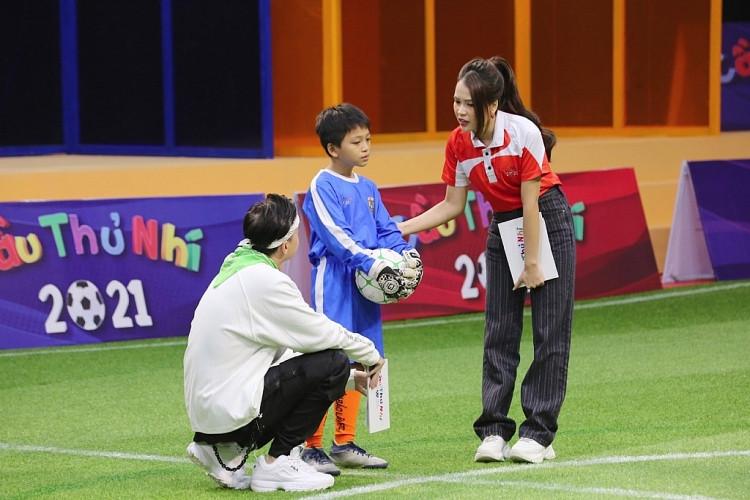 Sam và ST dành tặng 20 triệu đồng cho cầu thủ nhí Huy Hoàng