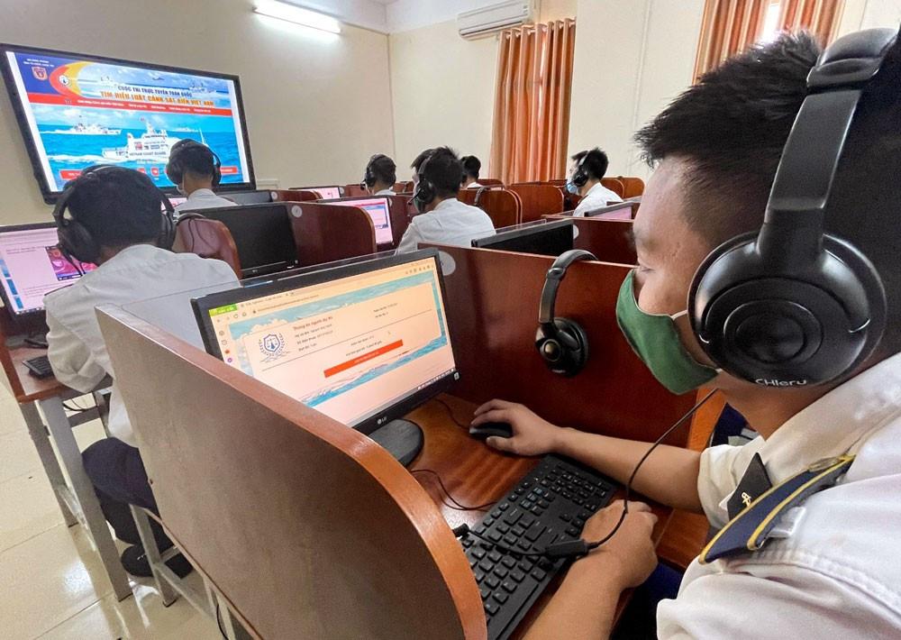 Học viện Hải quân tích cực tham gia cuộc thi 'Tìm hiểu Luật Cảnh sát biển Việt Nam'