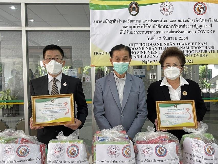 Trao quà và học bổng cho 60 sinh viên Thái Lan và Việt Nam tại Trường Đại học Hoàng gia Udon Thani