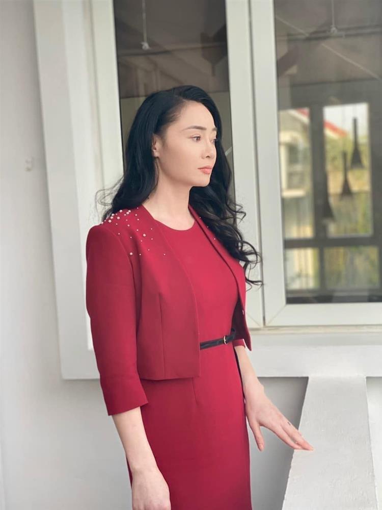 Bà Xuân Hương vị tình thân: Ngoài đời lẫn trong phim đều đẹp đúng chất phu nhân, nói 1 câu thôi mà thấy dạy con hay hết sảy!-2