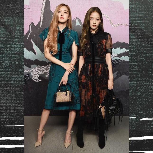 Loạt outfit tham dự Fashion Week của BLACKPINK: Ai ấn tượng nhất?-6