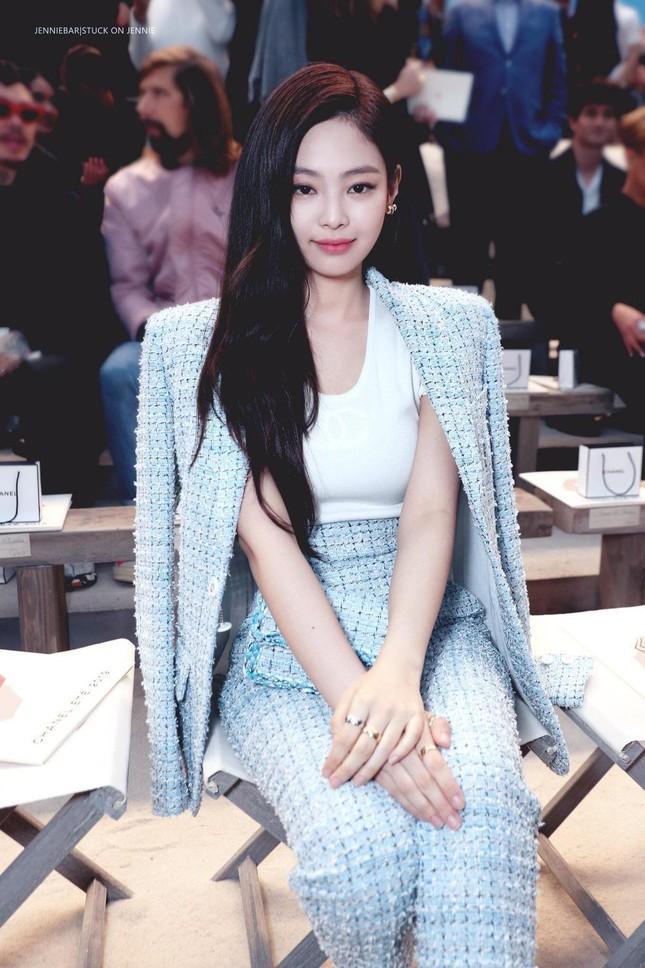 Loạt outfit tham dự Fashion Week của BLACKPINK: Ai ấn tượng nhất?-12