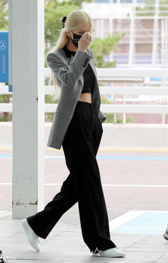 Loạt outfit tham dự Fashion Week của BLACKPINK: Ai ấn tượng nhất?-1