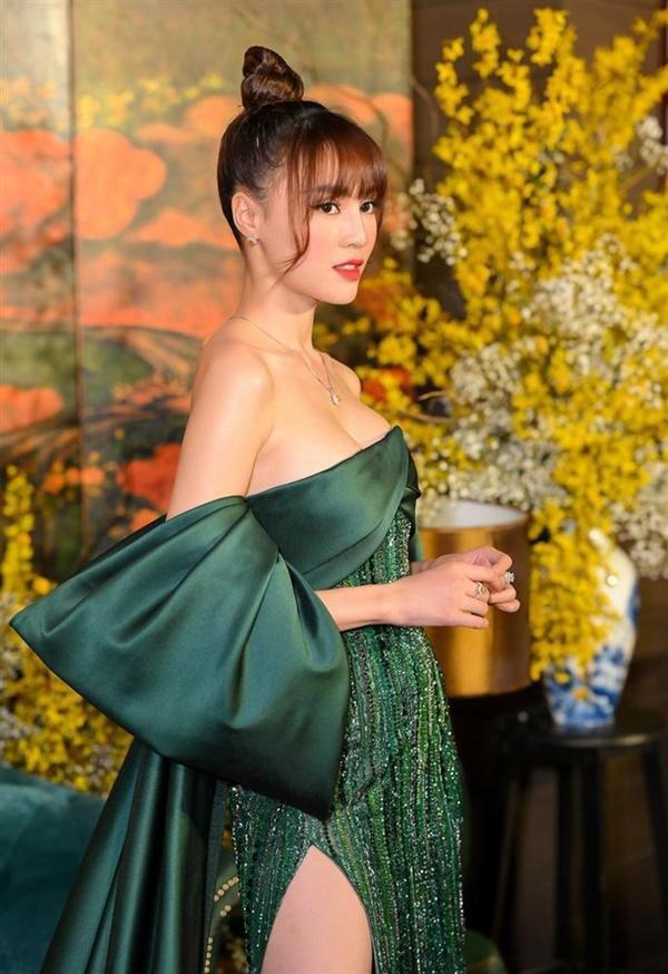 Kiểu váy khiến Minh Hằng và dàn sao Việt hoá kiếp vòng một phút mốt-3