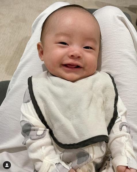 Con trai thứ hai của Phạm Hương có đặc điểm giống anh cả như lột-4