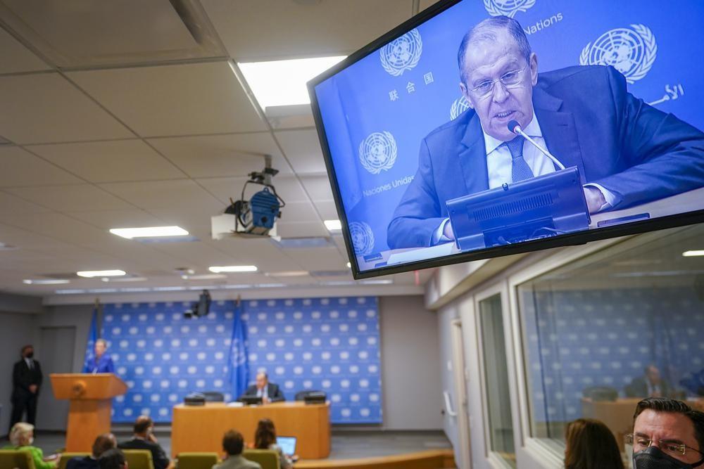 Ngoại trưởng Nga Sergey Lavrov phát biểu tại họp báo bên lề Đại hội đồng Liên hợp quốc khóa 76 tại New York, Mỹ ngày 25/9. (Nguồn: AP)