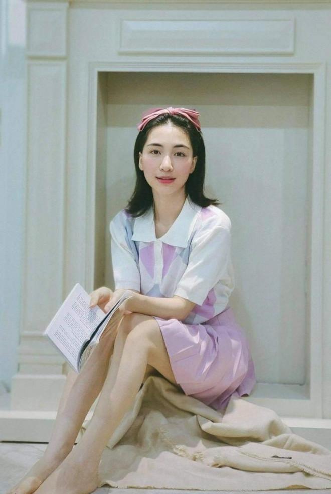 Mẹ bỉm sữa Hòa Minzy khiến mọi người trầm trồ vì gu thời trang ngày càng