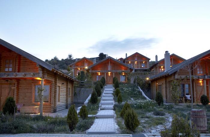 'Mục sở thị' Hyades Mountain Resort, khách sạn trong hang làm từ 1000 mảnh gỗ ở Hy Lạp - 2