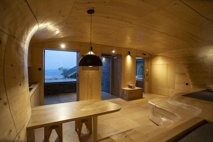 'Mục sở thị' Hyades Mountain Resort, khách sạn trong hang làm từ 1000 mảnh gỗ ở Hy Lạp - 3
