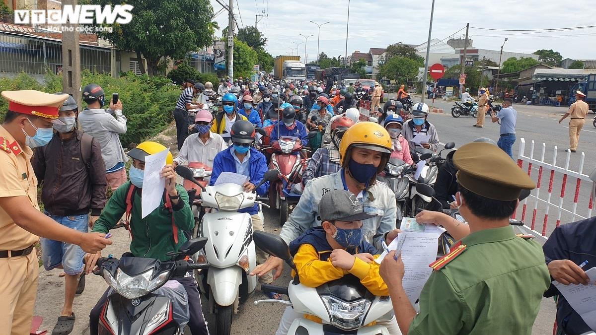 Người tiêm đủ 2 mũi vaccine ở vùng xanh Đà Nẵng đến Quảng Nam cách ly thế nào? - 1