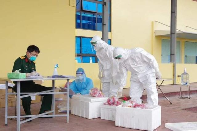 Thêm nhiều học sinh mắc COVID-19, quân đội hỗ trợ Hà Nam xét nghiệm sàng lọc diện rộng - Ảnh 2.