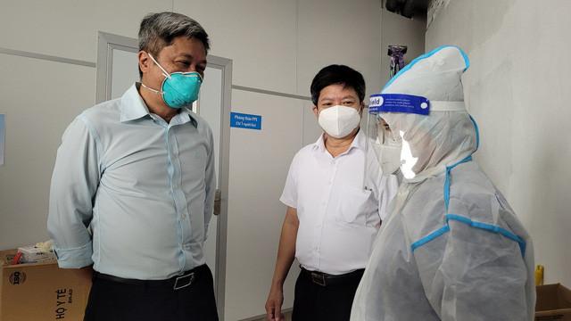 Thứ trưởng Bộ Y tế Nguyễn Trường Sơn: Ngành y vẫn sẽ nặng gánh sau khi TP Hồ Chí Minh hết giãn cách - Ảnh 4.