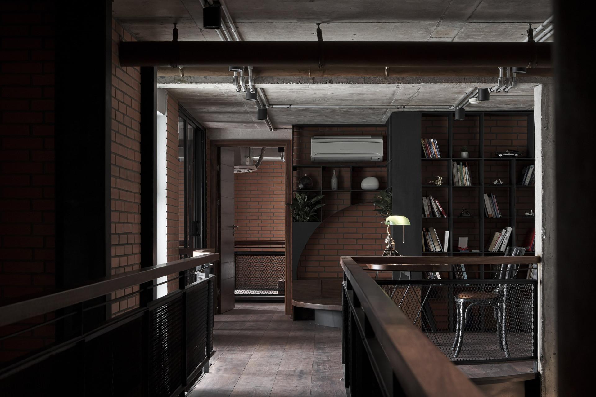 Căn penthouse ven Hà Nội gây choáng với vẻ hầm hố, đậm chất nghệ sĩ - 10