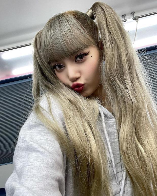 Lisa (BLACKPINK) chỉ thay đổi make up, visual đã làm 7 triệu người điên đảo-2