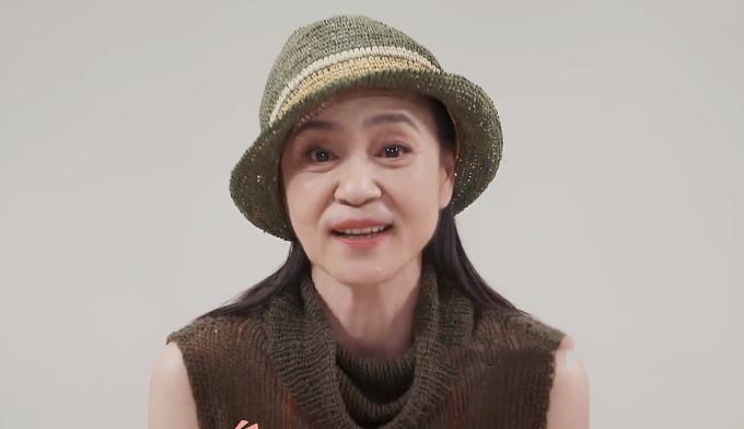 Lưu Tuyết Hoa: Tuổi già nghiện thuốc lá, bầu bạn với chó cưng-2