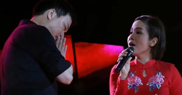 Hết hồn fan cuồng lao lên sân khấu chắp tay vái lạy Mỹ Linh-2