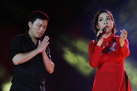 Hết hồn fan cuồng lao lên sân khấu chắp tay vái lạy Mỹ Linh-3