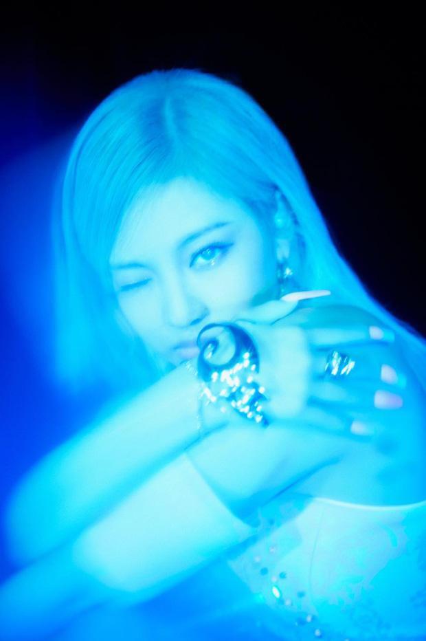 Aespa thả xích bộ ảnh teaser khoe biến hình ảo ma với mặt nạ nữ thần-11