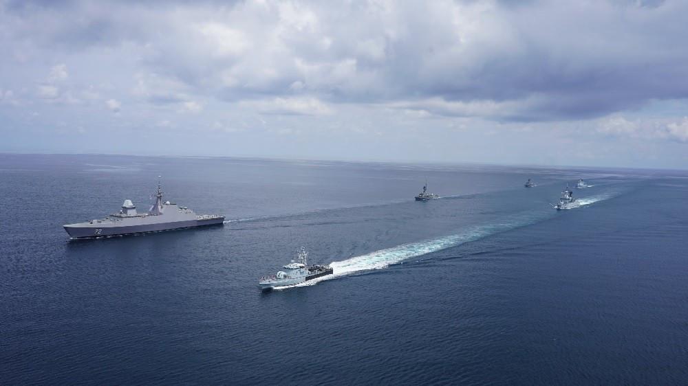 Singapore-Malaysia đổ bộ tàu khu trục, trực thăng săn ngầm và loạt khí tài tập trận ở Eo biển Malaca. (Nguồn: Hải quân Hoàng gia Malaysia)
