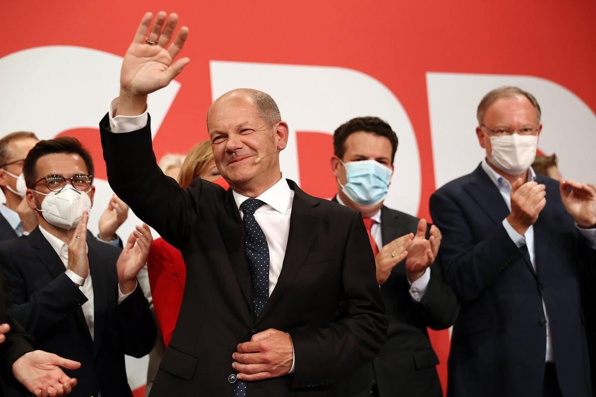 (09.27) Bầu cử Quốc hội Đức ngày 26/9 chứng kiến chiến thắng của đảng SPD sau 16 năm cầm quyền liên tục của Thủ tướng Angela Merkel. (Nguồn: Bloomberg)