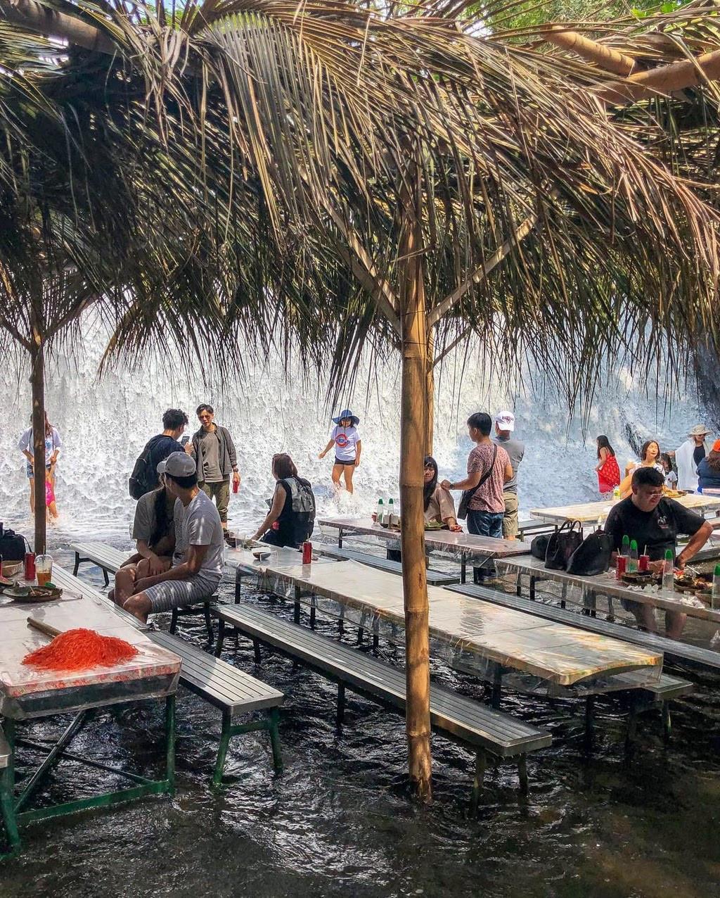 Ăn ngon thêm vạn lần với nhà hàng dưới chân thác độc lạ ở Philippines - 5