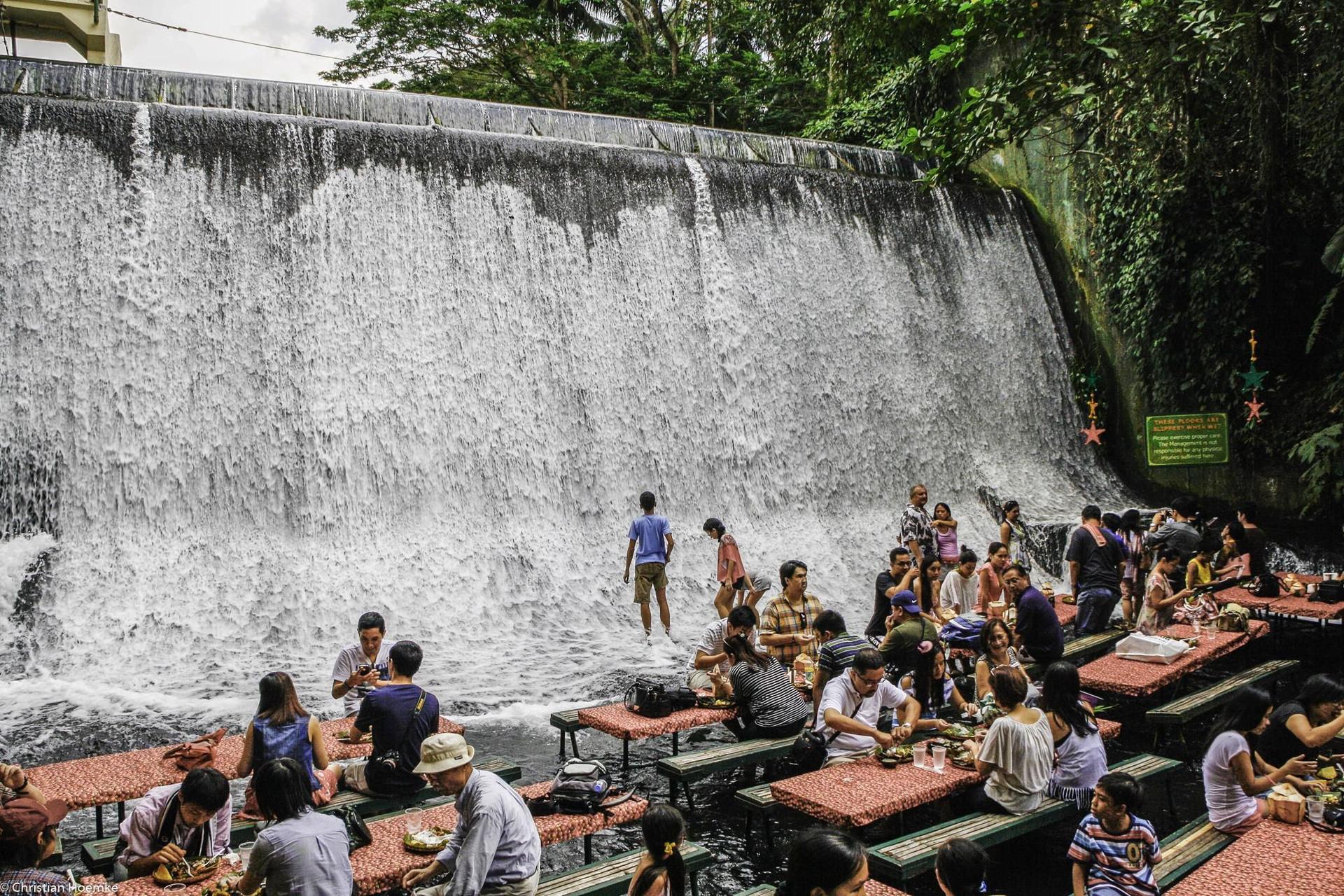Ăn ngon thêm vạn lần với nhà hàng dưới chân thác độc lạ ở Philippines - 6