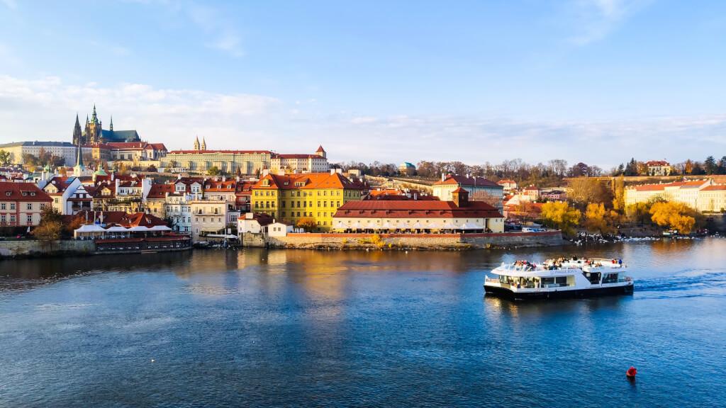Có gì ở thành phố được bình chọn đẹp nhất thế giới năm 2021? - 13