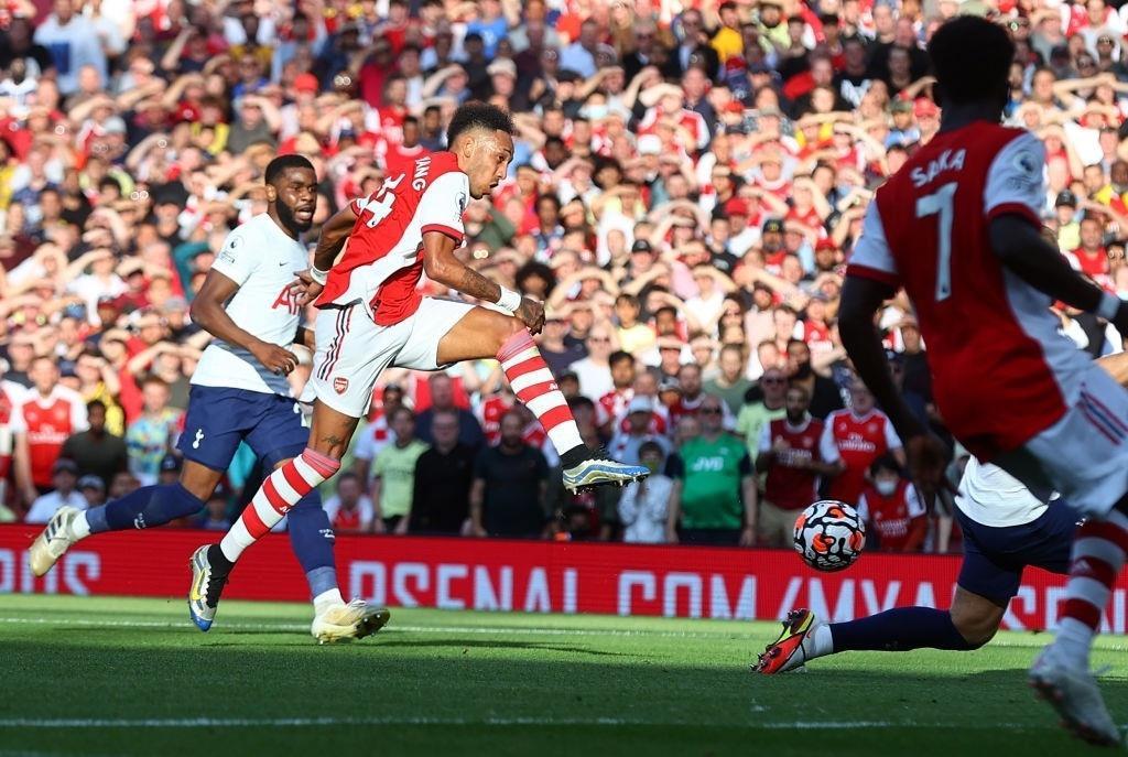 Đè bẹp Tottenham, Arsenal nối dài chuỗi trận thắng  - 2