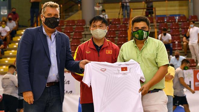 Ông bầu Trần Anh Tú: Người hùng thầm lặng của futsal Việt Nam - 2