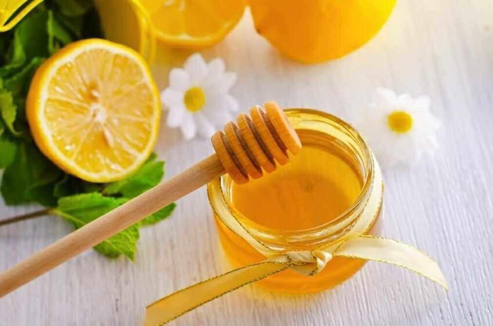 Công thức chanh mật ong giúp tái tạo vùng da dưới cánh tay trắng sáng, mịn màng, không còn viêm nhiễm.