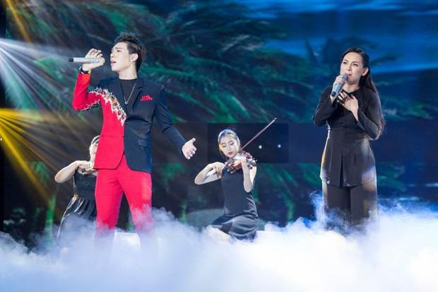 Erik đau buồn tiễn Phi Nhung, fan nhớ lại màn song ca 2 thế hệ!-1