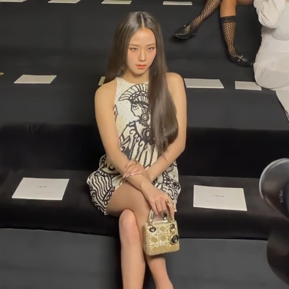Jisoo ở show Dior: Ảnh chụp lén vẫn xuất sắc như Hoa hậu-4