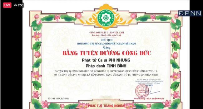 Con gái nuôi Phi Nhung thay mẹ nhận bằng khen trong lễ cầu siêu-4