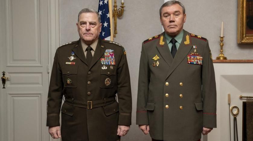 Tổng tham mưu trưởng Các lực lượng vũ trang Nga Valery Gerasimov (R) và Chủ tịch Hội đồng Tham mưu trưởng Liên quân Mỹ Mark Milley. (Nguồn: AFP)