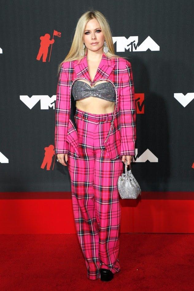 Hành trình thay đổi style của công chúa Pop-punk Avril Lavigne - 12