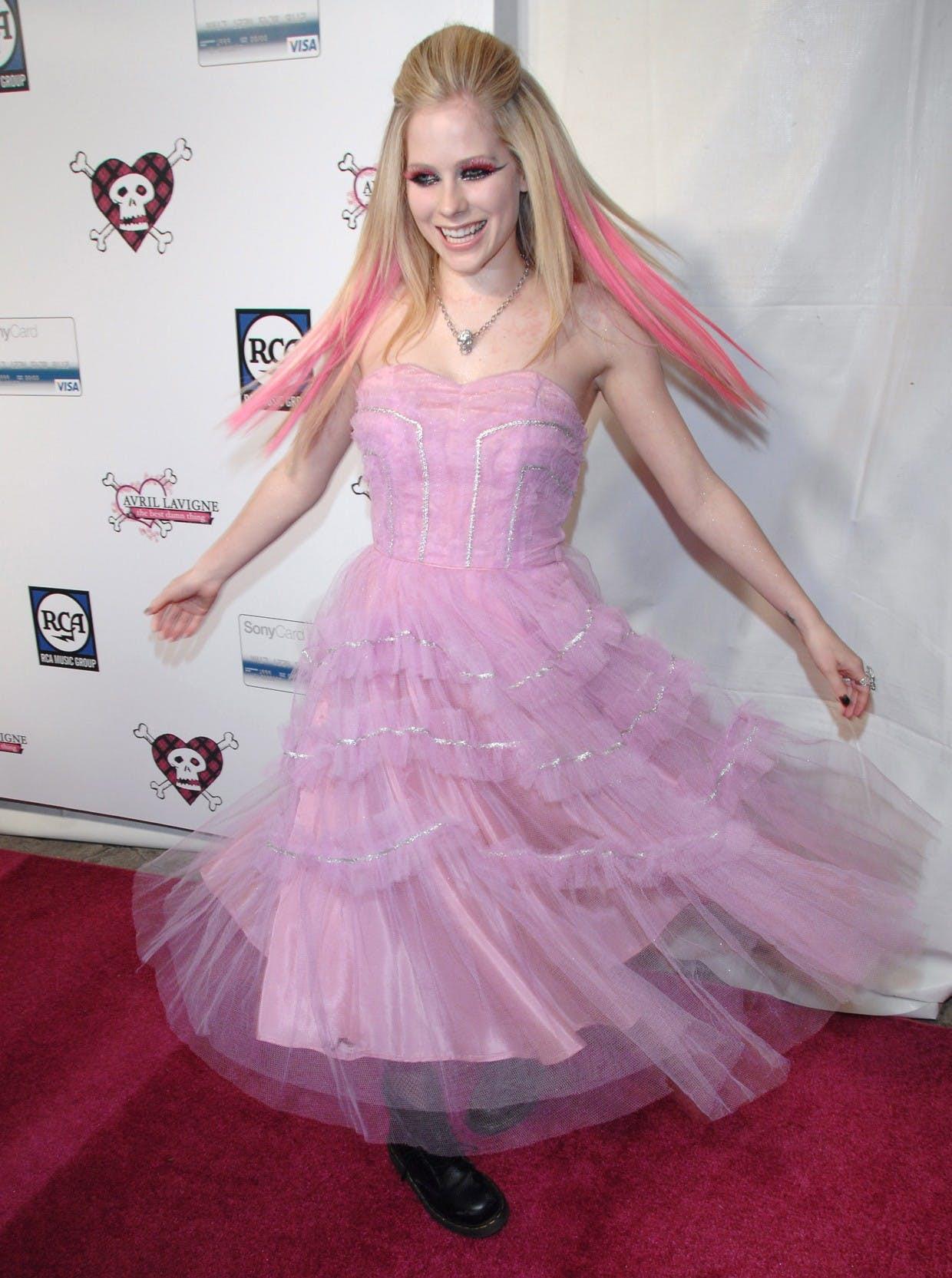 Hành trình thay đổi style của công chúa Pop-punk Avril Lavigne - 5