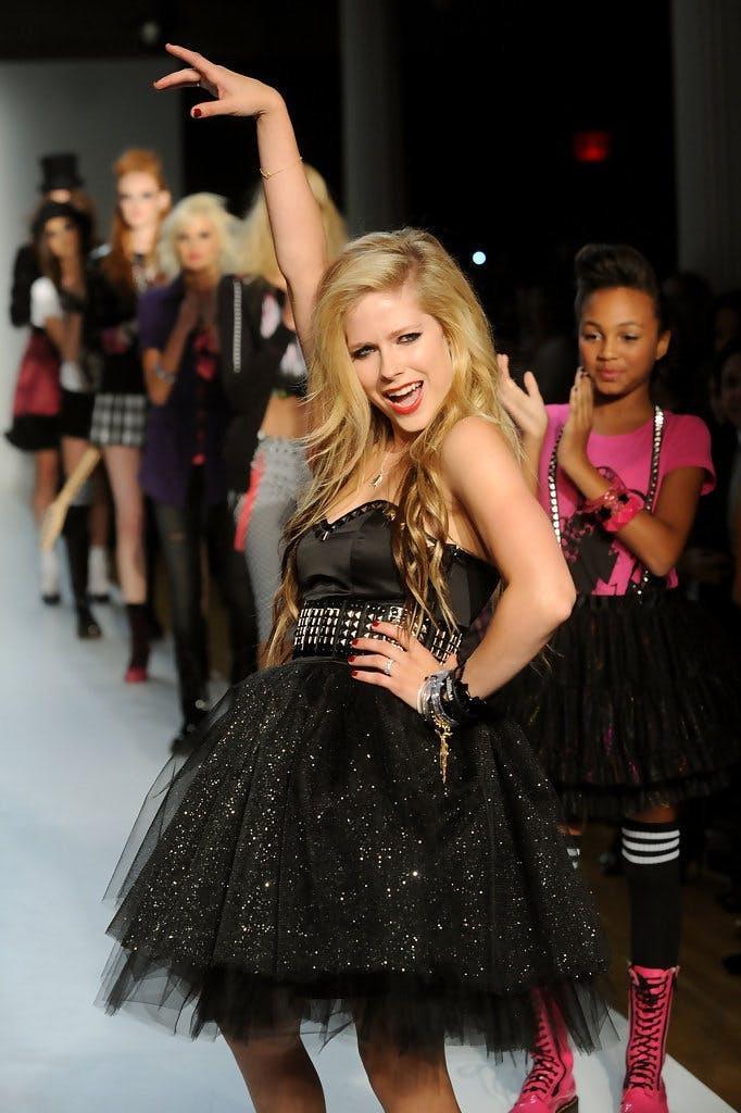 Hành trình thay đổi style của công chúa Pop-punk Avril Lavigne - 8