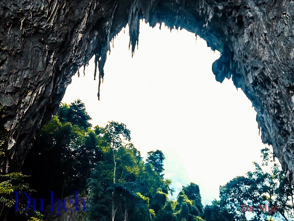 Khám phá hang động bên trong núi Mắt Thần Nà Ma - 16