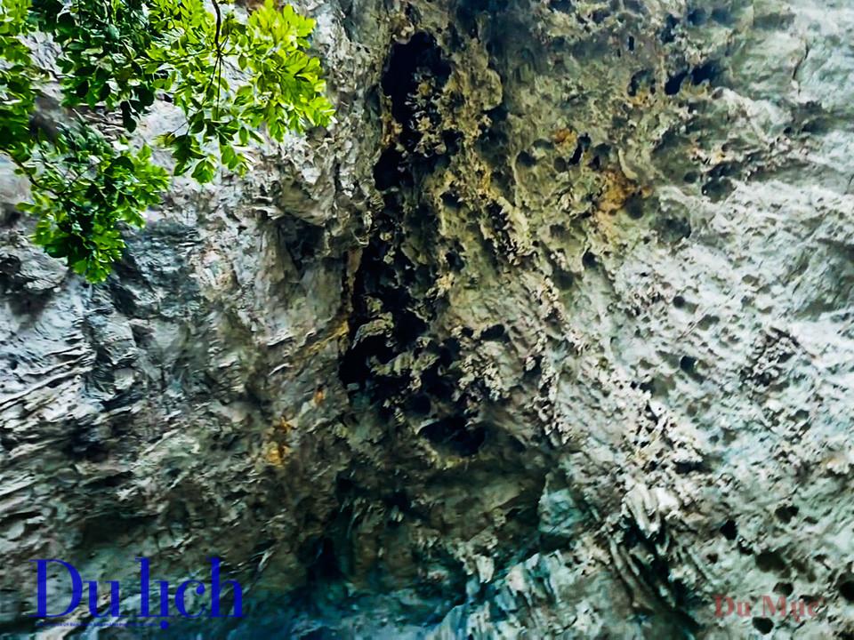 Khám phá hang động bên trong núi Mắt Thần Nà Ma - 17