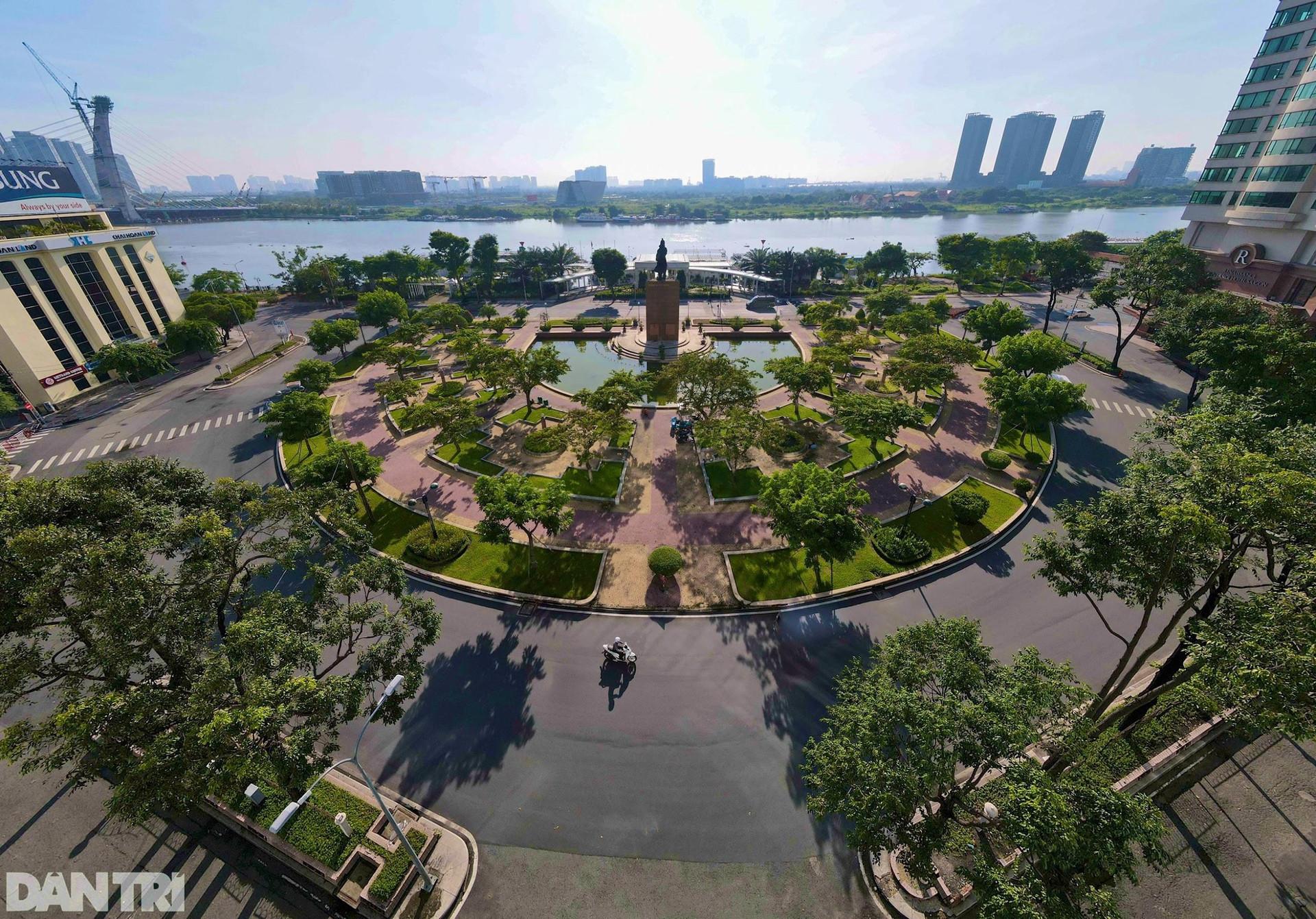 Cận cảnh khu tượng đài Trần Hưng Đạo xuống cấp sắp được