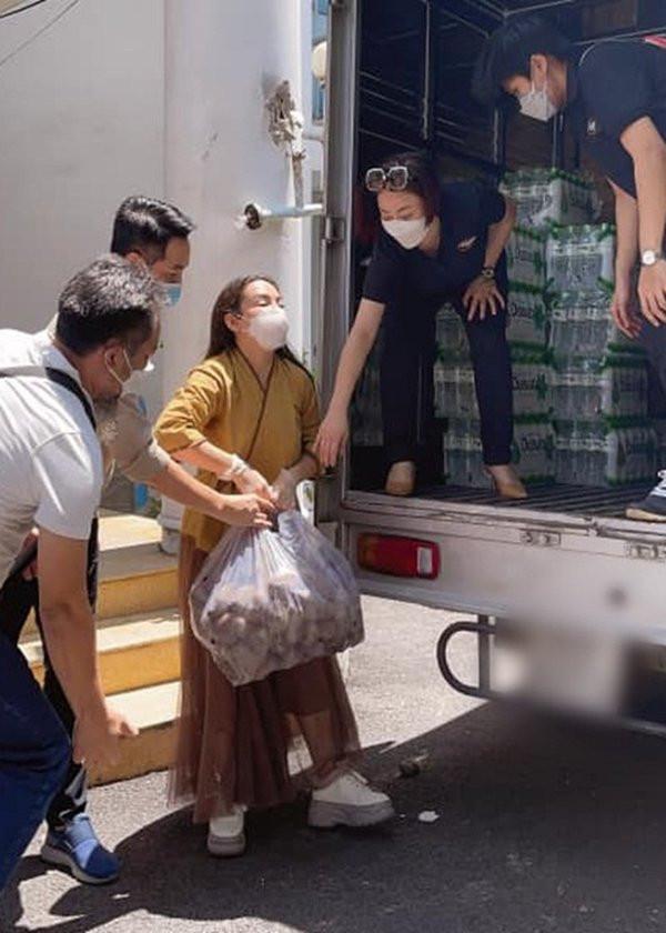 Phi Nhung gắn liền với công việc thiện nguyện