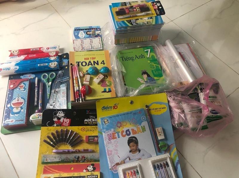 Nhiều học sinh TP.HCM được tặng đồ dùng học tập từ Zalo Connect