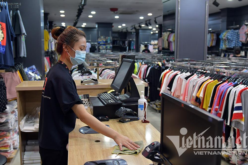 Cửa hàng thời trang Hà Nội dọn dẹp xuyên đêm, đón ngày mới hiếm có - 5